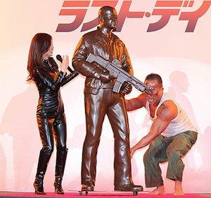 die_hard_statue