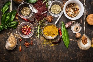 01-herbs-spices-improve-health